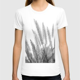 Macro Close Up Monochromatic Black & White Nature Country Field Grass Karl Foerster Grass Art Print T-shirt
