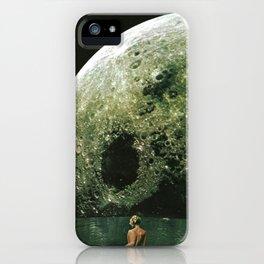 Quel giorno che arrivò la luna al lago mi stavo facendo il bidet iPhone Case