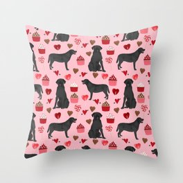 Black Lab valentines day pattern gifts dog pattern with hearts and cupcakes perfect for valentine Throw Pillow