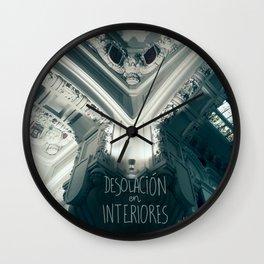 Desolación en interiores Wall Clock