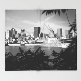 montréal • photography Throw Blanket