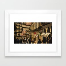 Saturday Shoppers (acheteurs samedi) Framed Art Print