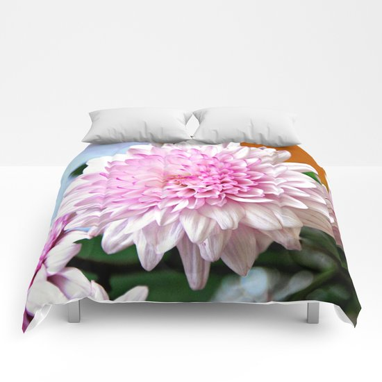 Pretty pink dahlia Comforters