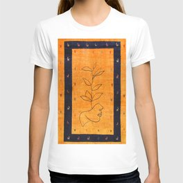 lady Lining Artwork with Traditional Moroccan Style Artwork T-shirt