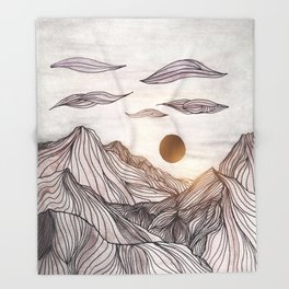 Lines in the mountains Throw Blanket