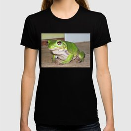 Freddy frog waiting for dinner T-shirt