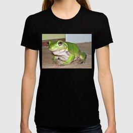 Freddy frog waiting for dinner T-shirt