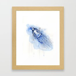 Under the deep sea - Sumergida en las profundidades Framed Art Print