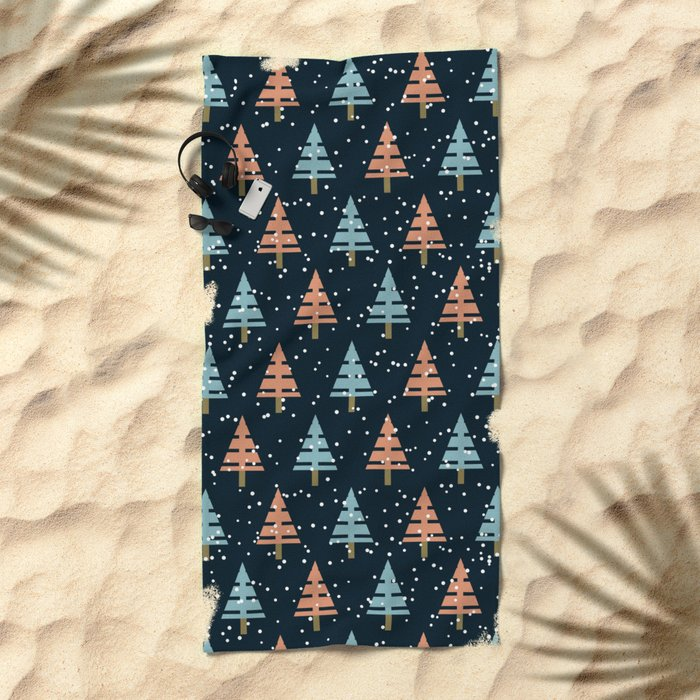 Winter. Christmas tree . Beach Towel