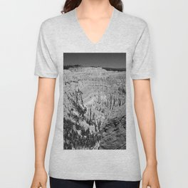 Amazing Bryce Canyon View in Monochrom Unisex V-Neck
