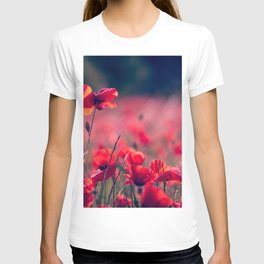 RED FLOWER SELECTIVE FOCUS PHOTOGRAPHY T-shirt