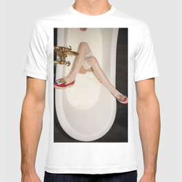 The queen is thirsty. Really, really thirsty T-shirt