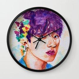 Jungkook et les fleurs Wall Clock