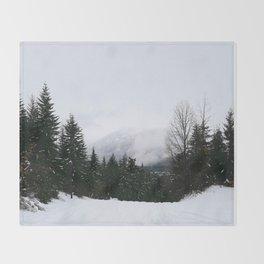 Mist between mountains Throw Blanket