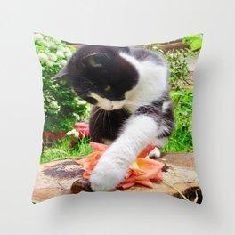 Orazio and the snail Throw Pillow