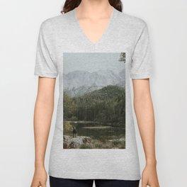 Mountain lake vibes II - Landscape Photography Unisex V-Neck