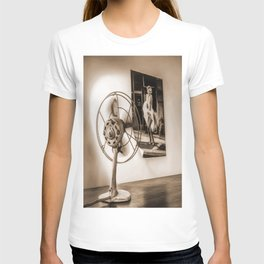 The Marilyn's poster and the fan T-shirt