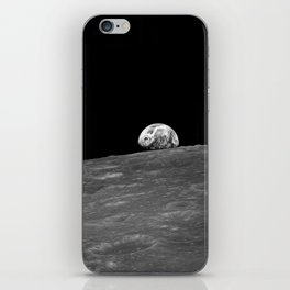 The first photograph Earthrise during Apollo 8. iPhone Skin