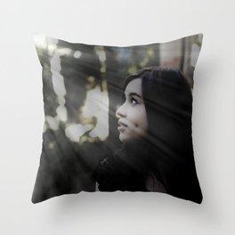 Brilho no olhar Throw Pillow