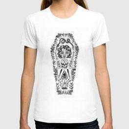 rest by bones T-shirt