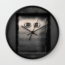 69  Wall Clock