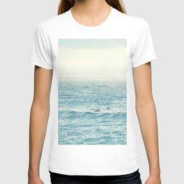 Waiting for the Perfect Wave at Kona Beach, Hawaii T-shirt