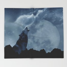 Wolf howling at full moon Throw Blanket