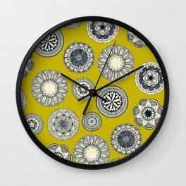 mandala cirque spot chartreuse Wall Clock