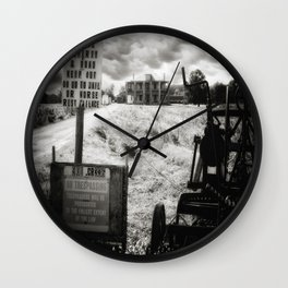 The Hewitt House – Texas Chainsaw Massacre 2003 & 2006 Movie Remakes Wall Clock