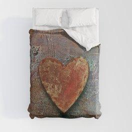 Rusty grunge love heart Comforters