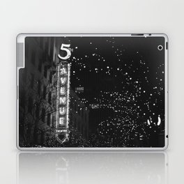 holiday in the city Laptop & iPad Skin