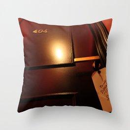 404 error do not disturb Throw Pillow