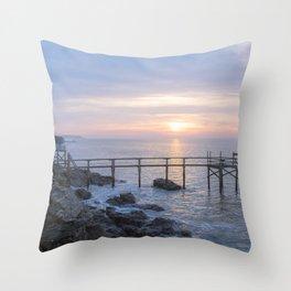 Préfailles Crépuscules - matin hache Throw Pillow