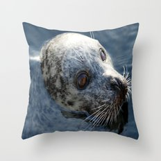 See seals portrait in water Throw Pillow