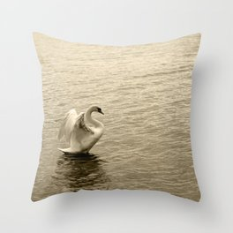 Schwan im Traunsee Throw Pillow