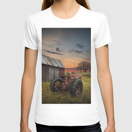 Abandoned Farmall Tractor and Barn T-shirt