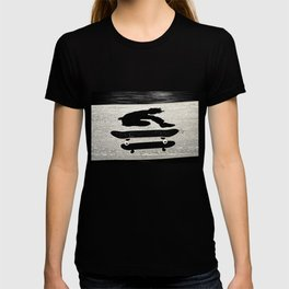 snadwiched skateboard T-shirt