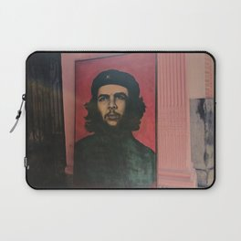Che Guevara In A Havana Doorway Laptop Sleeve