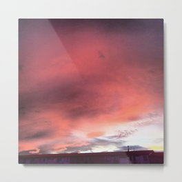 A días grises, nubes rosas. Metal Print