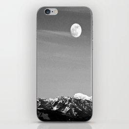 Howlin' At The Moon iPhone Skin