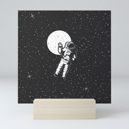 astrounout to the space black Mini Art Print