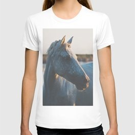 a horse in portrait ... T-shirt