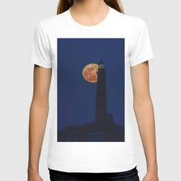Full blue moon behind Thacher island lighthouse T-shirt