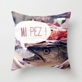 · Mi Pez · Throw Pillow