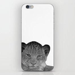 baby cheetah b&w iPhone Skin