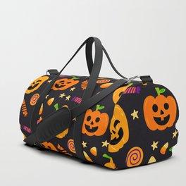 Happy halloween pumpkin, candies and lollipops pattern Duffle Bag