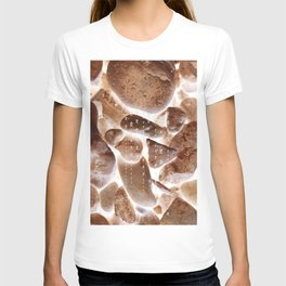 light between rocks gg T-shirt