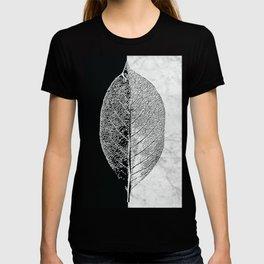 Natural Outlines - Leaf Black & White Marble #284 T-shirt