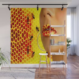 Lips en honey bee Wall Mural