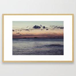 Empieza el día en la isla Framed Art Print